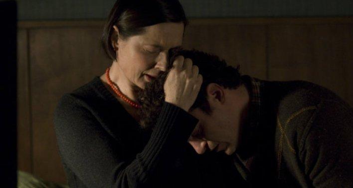 Isabella Rossellini e Joaquin Phoenix em Amantes (Two Lovers, 2008)