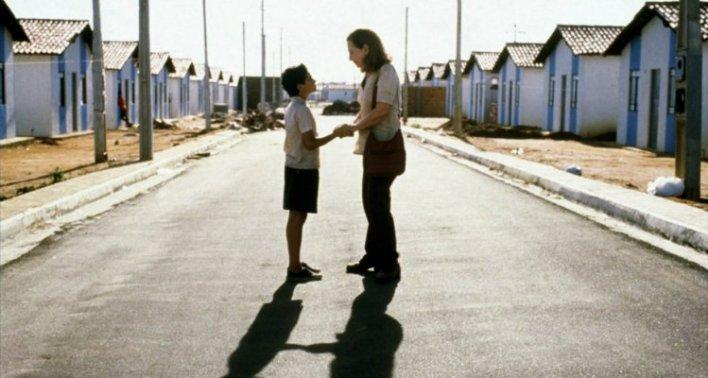 Fernanda Montenegro e Vinícius de Oliveira em Central do Brasil (1998)