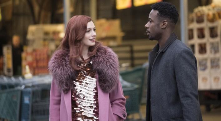 Lexi (Anne Hathaway) e Jeff (Gary Carr),  - Modern Love, série disponível no Prime Video
