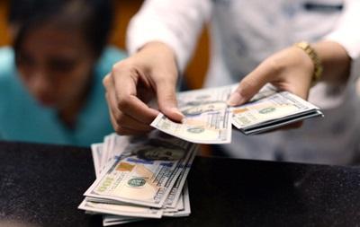 Курс гривні на міжбанківському валютному ринку в четвер продовжує знижуватися до 25 гривнів за долар