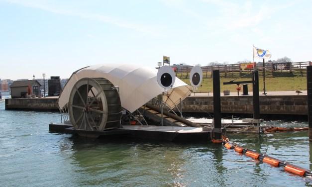 Voici Mr Trash Wheel, une machine qui recueille le plastique dans le port de Baltimore