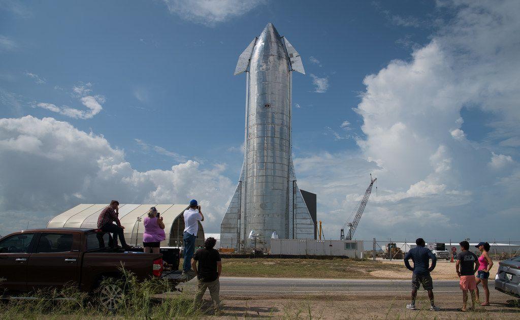 SpaceX présente son vaisseau qui transportera des êtres humains sur Mars