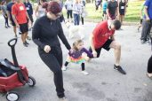 Robert and Cassandra Scrimgeour warm up with their daughter Stella to prepare for their first Terry Fox Run as a family. (Alexa Battler photo)