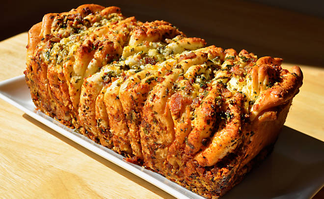 Recipe_Bacon_PullApart_Bread_HomeMedium