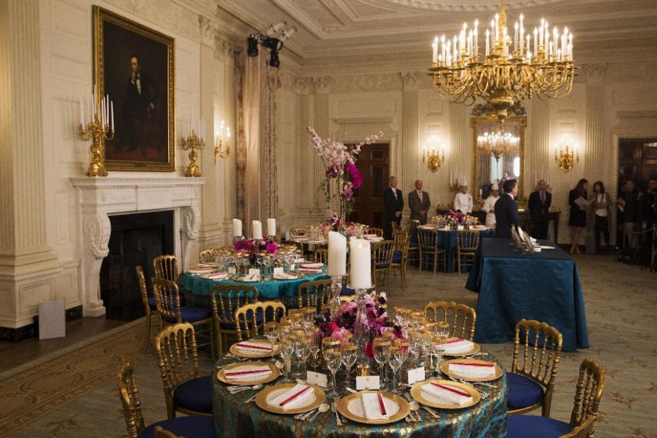 white-house-dinner-decor.jpg