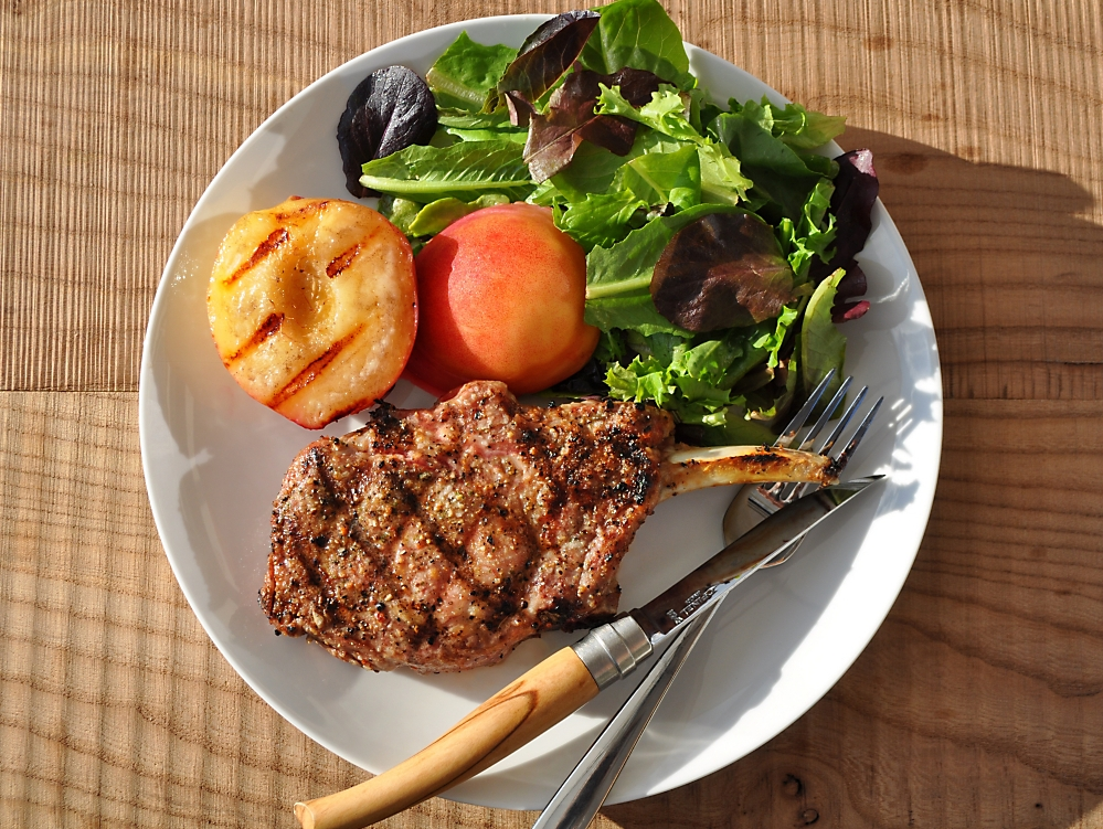 pork-chops-with-grilled-peaches-recipe.jpg