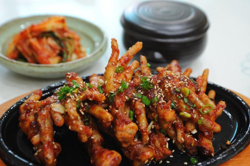 seasoned-chicken-feet-749362_1280.jpg
