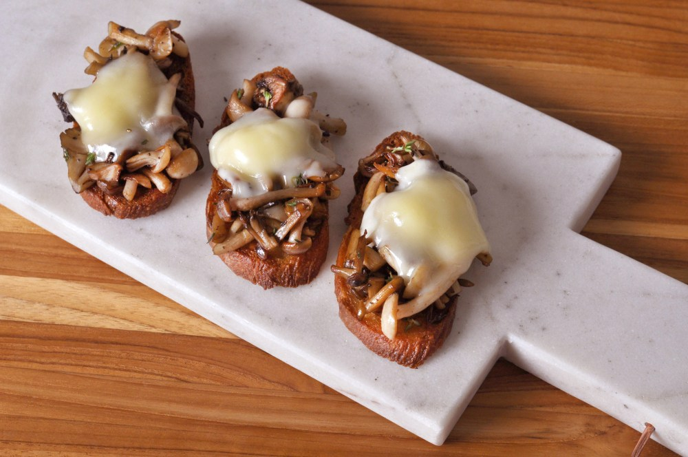 mushroom taleggio crostini for blog