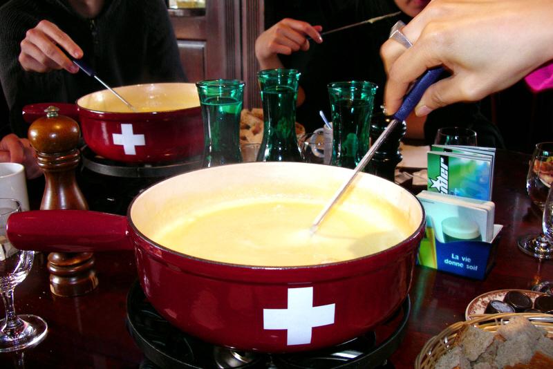 Swiss_fondue_2.jpg