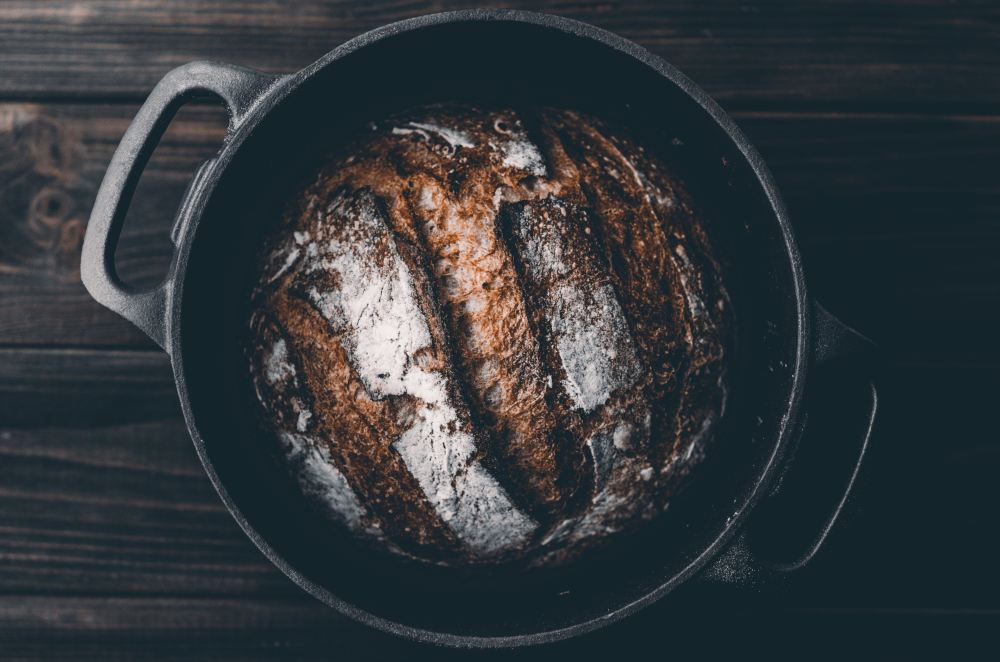 artur-rutkowski-h2CPeqTzaaY-unsplash BREAD IN DUTCH OVEN.jpg