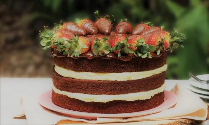 Naked Cake de Chocolate e Morangos