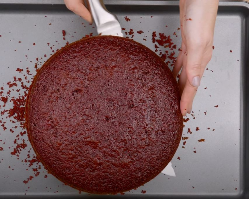 massa do bolo cortada ao meio