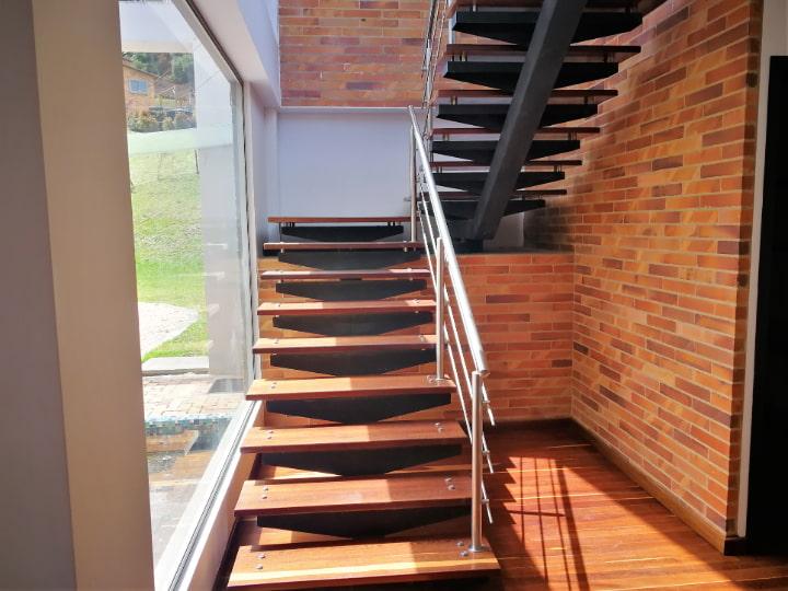 escalera Venta casa en Altos de Yerbabuena