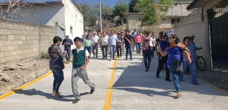 ESTUDIANTES DE LA TELESECUNDARIA DE LA COLONIA PEDRO AMARO YA CUENTAN CON CALLE DE ACCESO PAVIMENTADA 07
