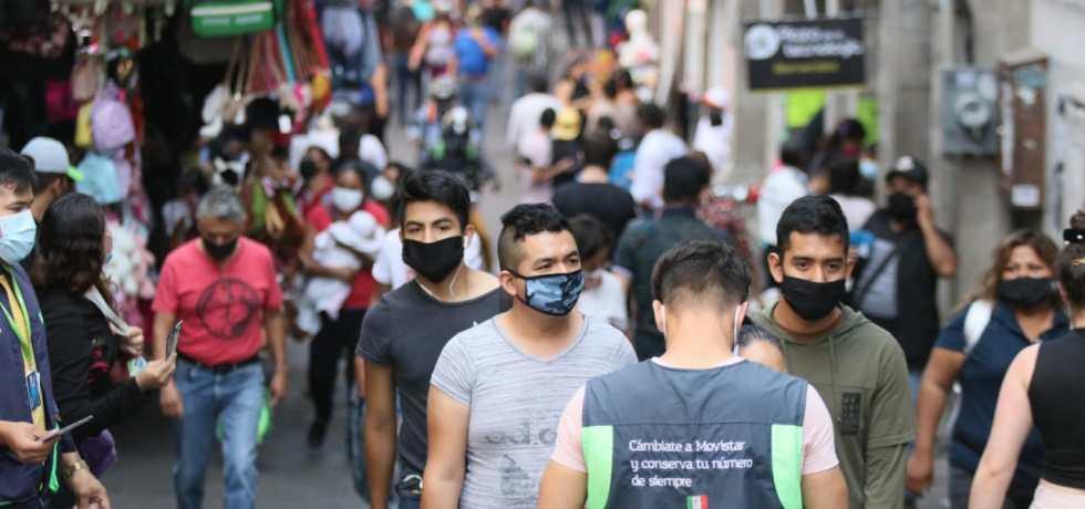 Personas en Cuernavaca con cubrebocas