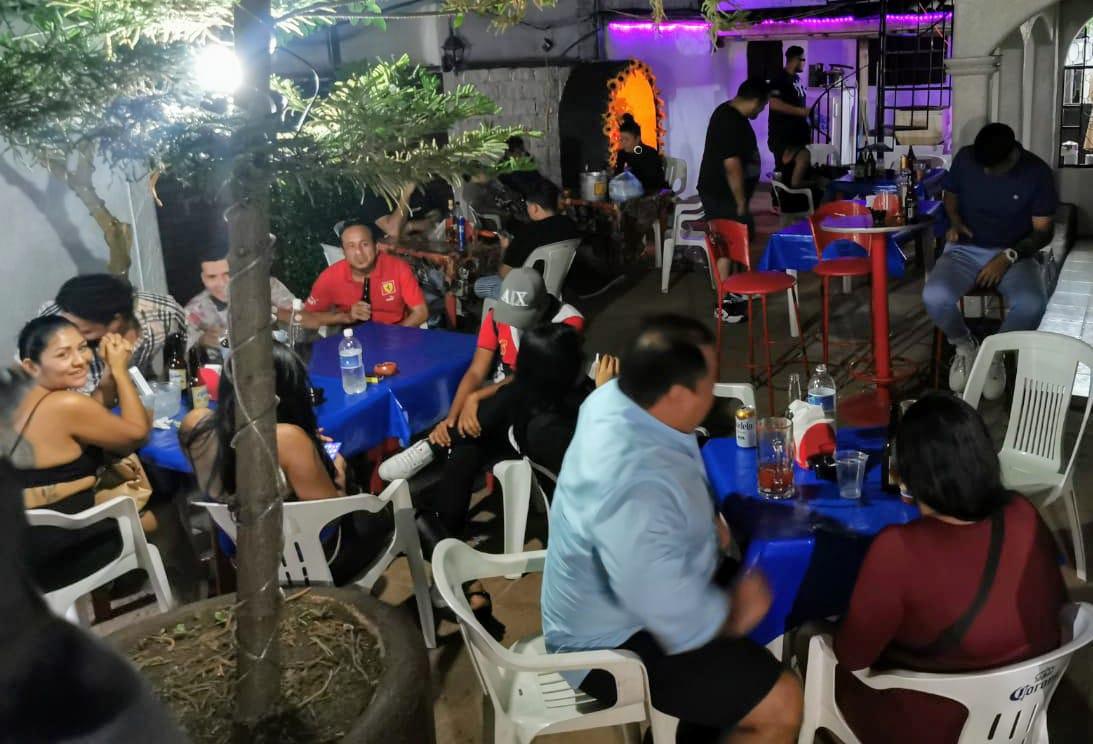 clausura de bares y salones de fiestas en Acapulco