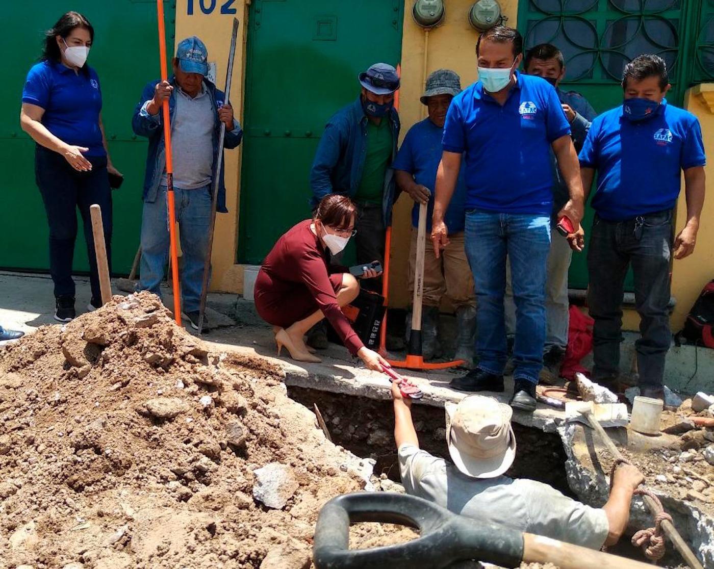 Entrega SAPAC herramientas a personal de Reparación de Fuga
