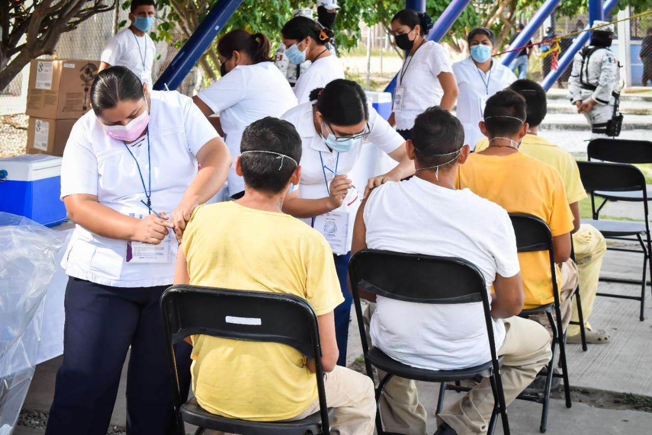 Vacunan contra Covid-19 a presos de Morelos