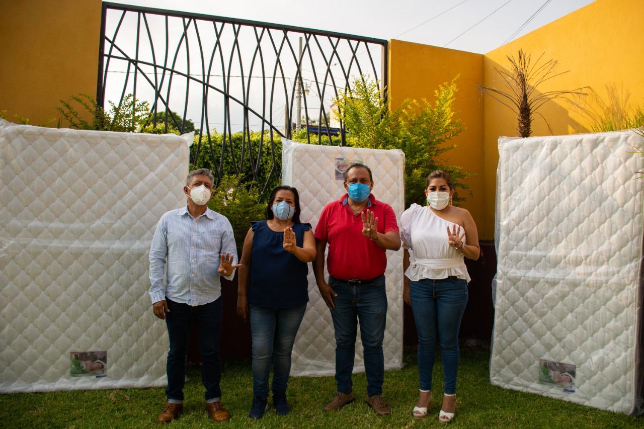 Entregan diputados de Morena 30 colchones a familias damnificadas de Yautepec