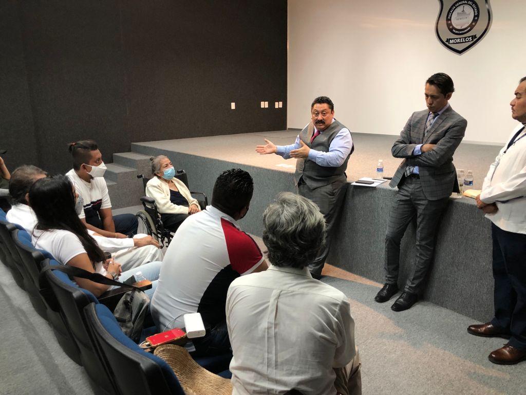 Reunión del Fiscal General de Morelos con familiares de Rodrigo Morales