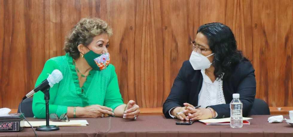 alcaldesas saliente y entrante, Adela Román Ocampo y Abelina López Rodríguez