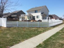 white_vinyl_residential_fence