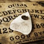 Como o Tabuleiro Ouija se tornou um brinquedo para crianças
