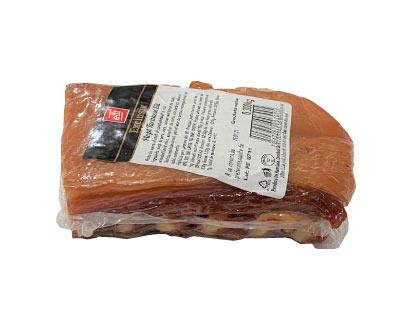 poitrine deporc fumée selon une recette paysanne, piept de porc taranesc afumat elit romania