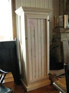 armoire lambris pin