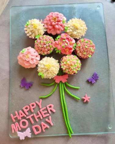 Asma Aamir - Mother's Day Flower Cupcakes