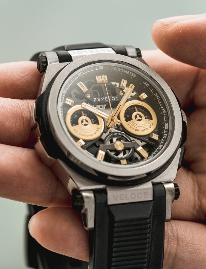 "Revelot puts a ""supercar"" on your wrist with the R9 Veloce"