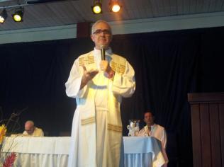 EL P. Montesinos durante la homilía d ela misa