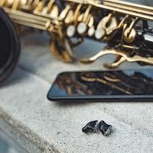 Llegan los audífonos invisibles a medida
