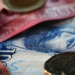 El peso chileno es la tercera moneda emergente que más subió mientras dólar sigue bajando
