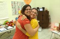 carlota abraza a ángeles