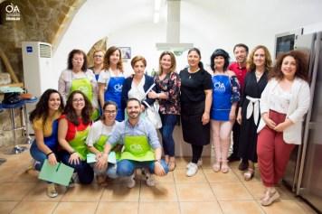 Grupo de alumnos posando con Manuela Monsalve.