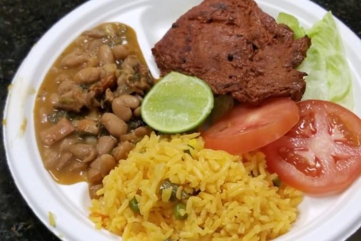 Almuerzo para contribución de viajes misioneros. Centro Familiar Cristiano