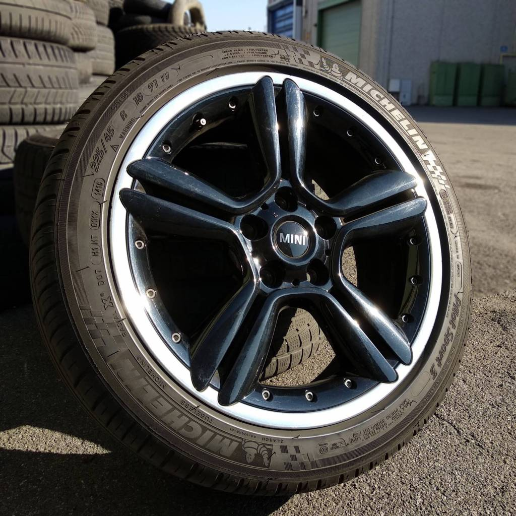 Cerchi in lega originali Mini da 18'' con pneumatici Michelin 225/45R18 usati