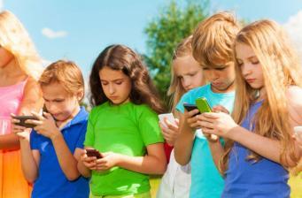 bambini-cellulare