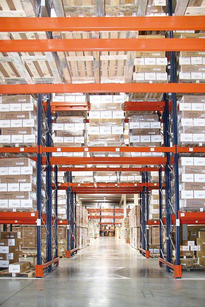 vendo scaffali industriali e scaffalature metalliche provenienti da recuperi di fallimenti, di cessate attività, tutto rigorosamente ricondizionato e certificato da personale qualificato.
