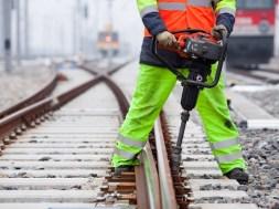 Spodnie robocze – postaw na profesjonalną odzież roboczą