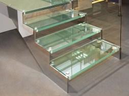 Szklane schody – czy jest się czego obawiać?
