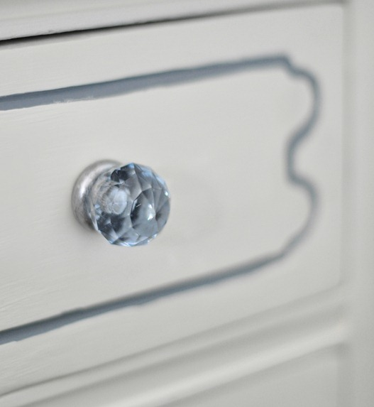 blue sparkly knob
