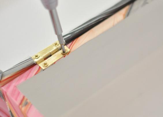 secure hinges