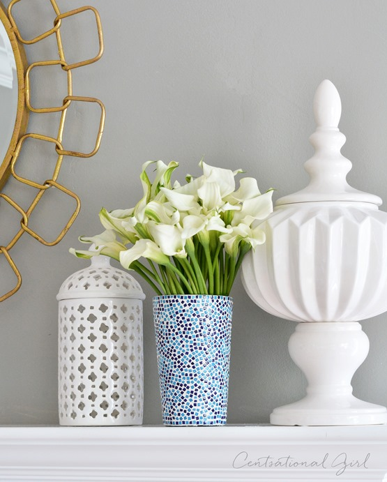 calla lillies in speckled vase
