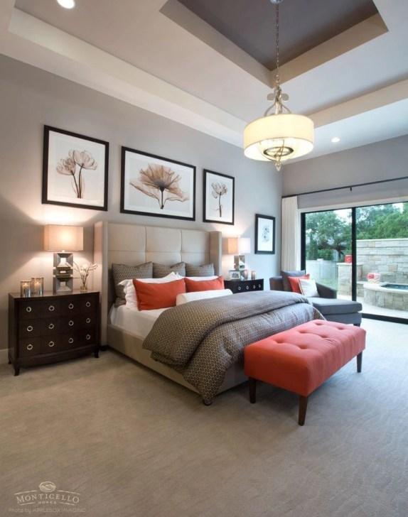 marrón y ropa de cama de color naranja