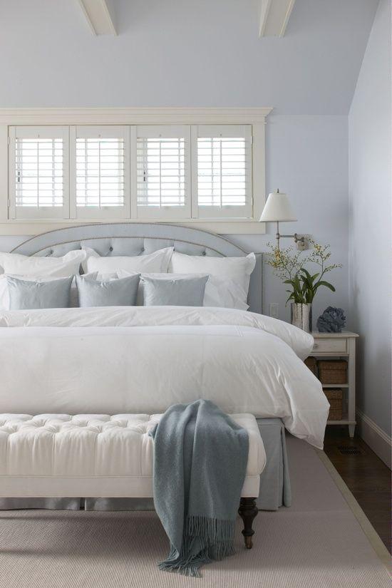 edredón blanco azul almohadas de acento