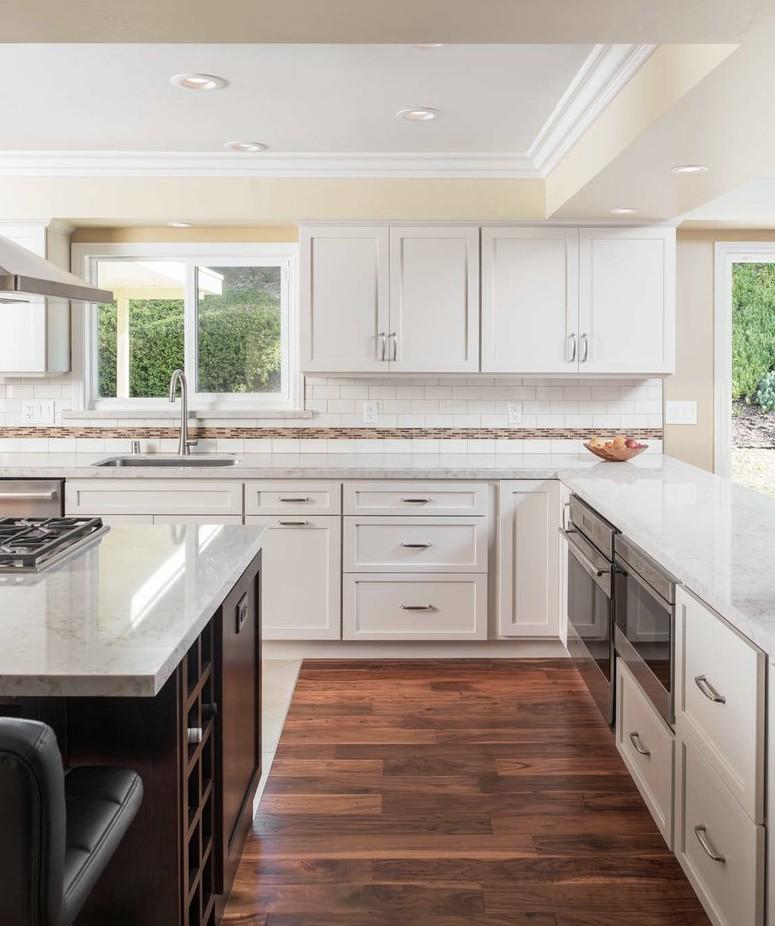 bd white kitchen
