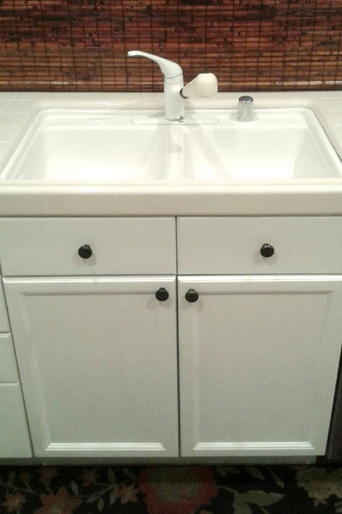 julies sink cabinet & Spotlight: The Kitchen Sink | Centsational Style kurilladesign.com