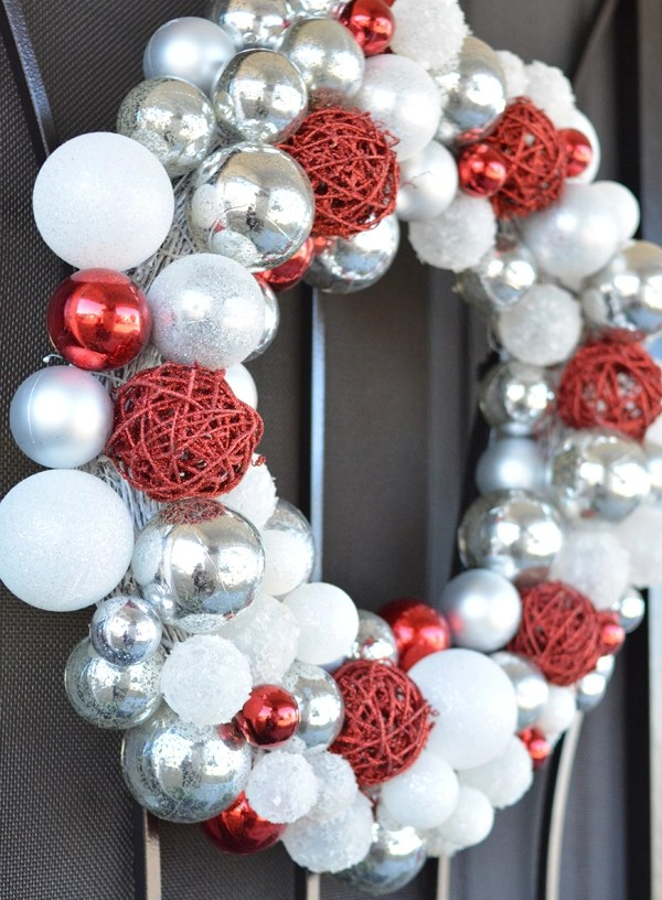 merry-holiday-wreath